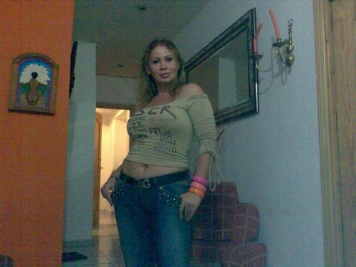 chica busca chico caceres